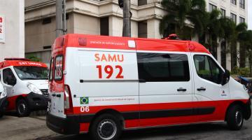 Ambulância do Samu está saindo da Central. #Pracegover