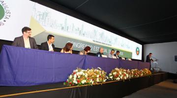 Mesa principal do evento na fundação da Associação Paulista de Empresas de Economia Mista. #pracegover