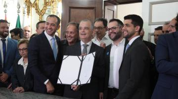 Autoridades do Município e Estado no Salão Nobre Esmeraldo Tarquinio. #Pracegover