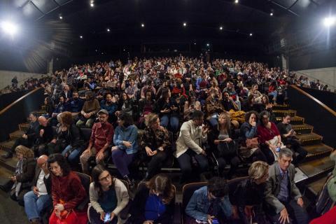público acompanha o espetáculo #pracegover