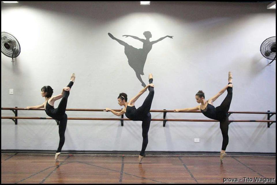 bc6b85f186 Escola de Bailado reúne coreografias premiadas e novidades em  Variações