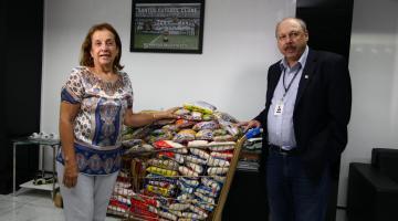 ba0b5f5771 Santos FC entrega 200kg de alimentos ao Fundo Social