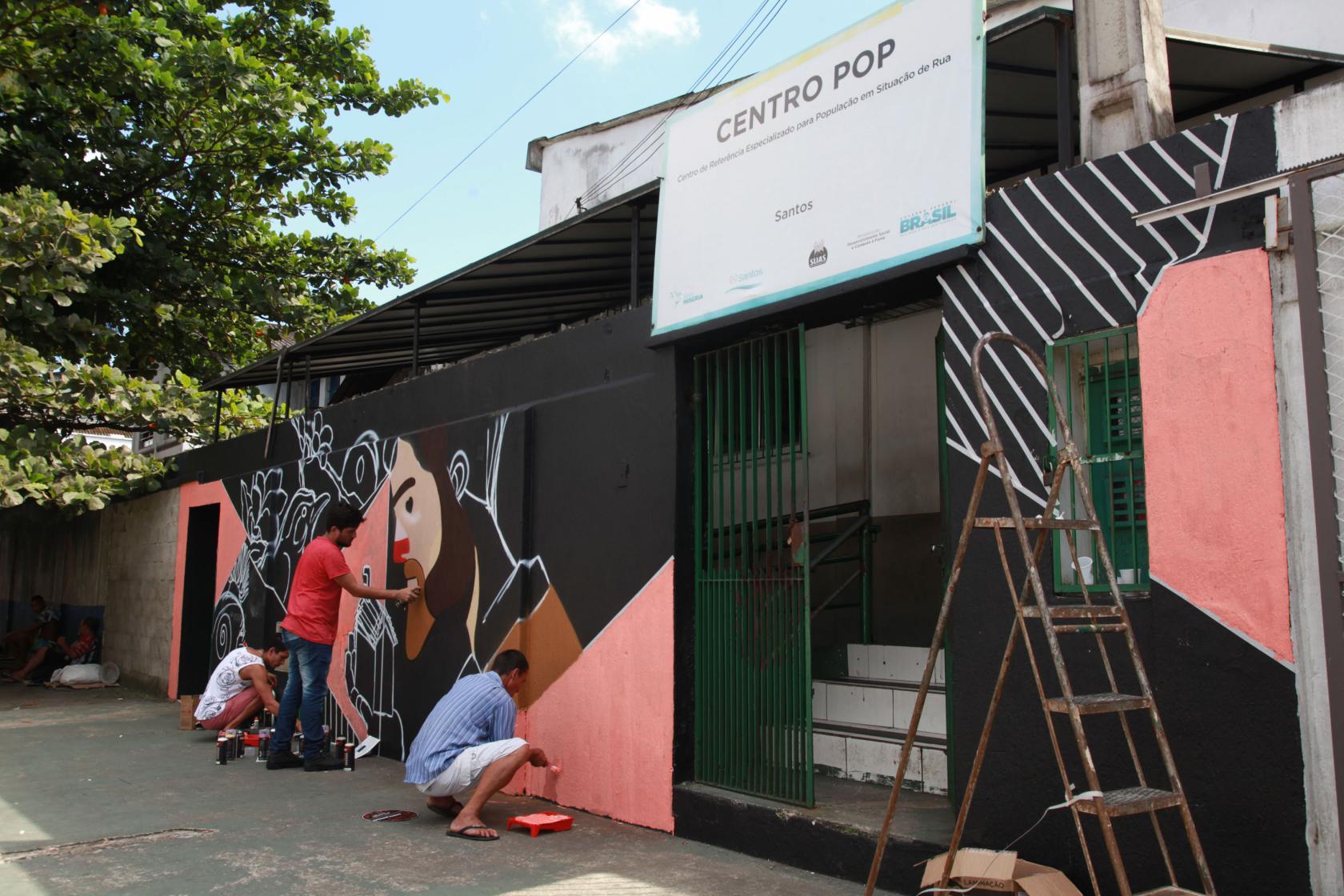 Oficina De Grafite Promove Contato De Pessoas Em Situação De