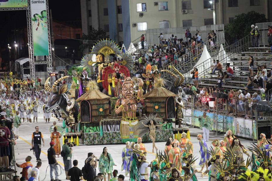 971baeb25 Garra e empolgação dominam desfiles das escolas dos grupos 1 e de ...